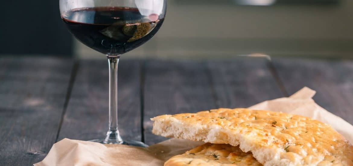 garlic bread with red wine